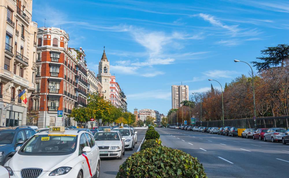 El sector del taxi, en guerra abierta contra las VTC