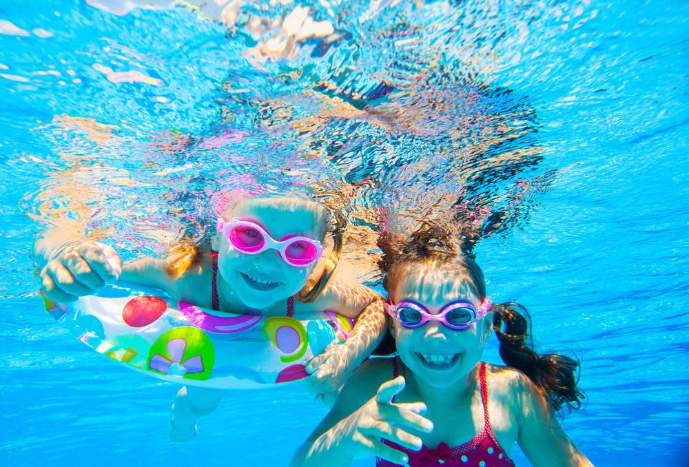 La piscina, más que necesaria en una casa madrileña